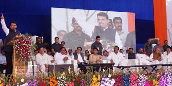 मुंबईत अवैध बांधकामांना संरक्षण नाहीच; थेट सहाय्यक आयुक्तच निलंबीत; आयुक्त मेहतांची कडक कारवाई
