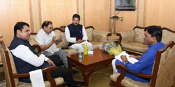 किनारपट्टीवरील उद्योगांना मेरी टाईम बोर्डाने सहकार्य करावे : मुख्यमंत्री
