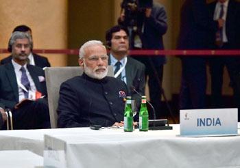सौर कृषी वाहिनी योजनेला गती द्या :मुख्यमंत्री; इइएसएल आणि महावितरण यांच्यात सामंजस्य करार