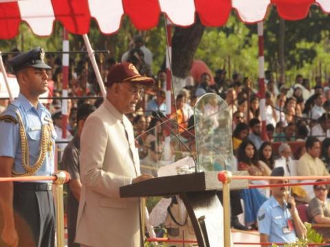 शेतकऱ्यांच्या खात्यात पीक विम्याची रक्कम ७ जून पूर्वी जमा करावी : मुख्यमंत्री