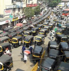 गणेशोत्सवापूर्वी मुंबईतील रस्त्यांवरील खड्ड्यांची समस्या दूर होणार : सुभाष देसाई