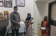 पालकमंत्री अस्लम शेख यांच्या हस्ते पारधी समाज बांधवांना प्रत्येकी रु.25 हजारांच्या धनादेशांचे वितरण.